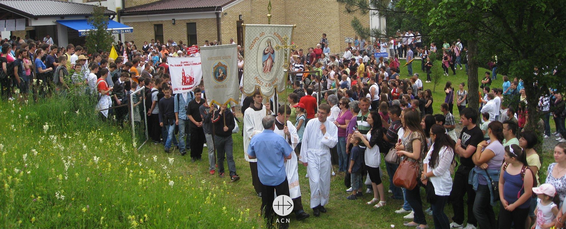 Bosnia: El cardenal Puljic sobre la amenaza latente a la existencia de los católicos