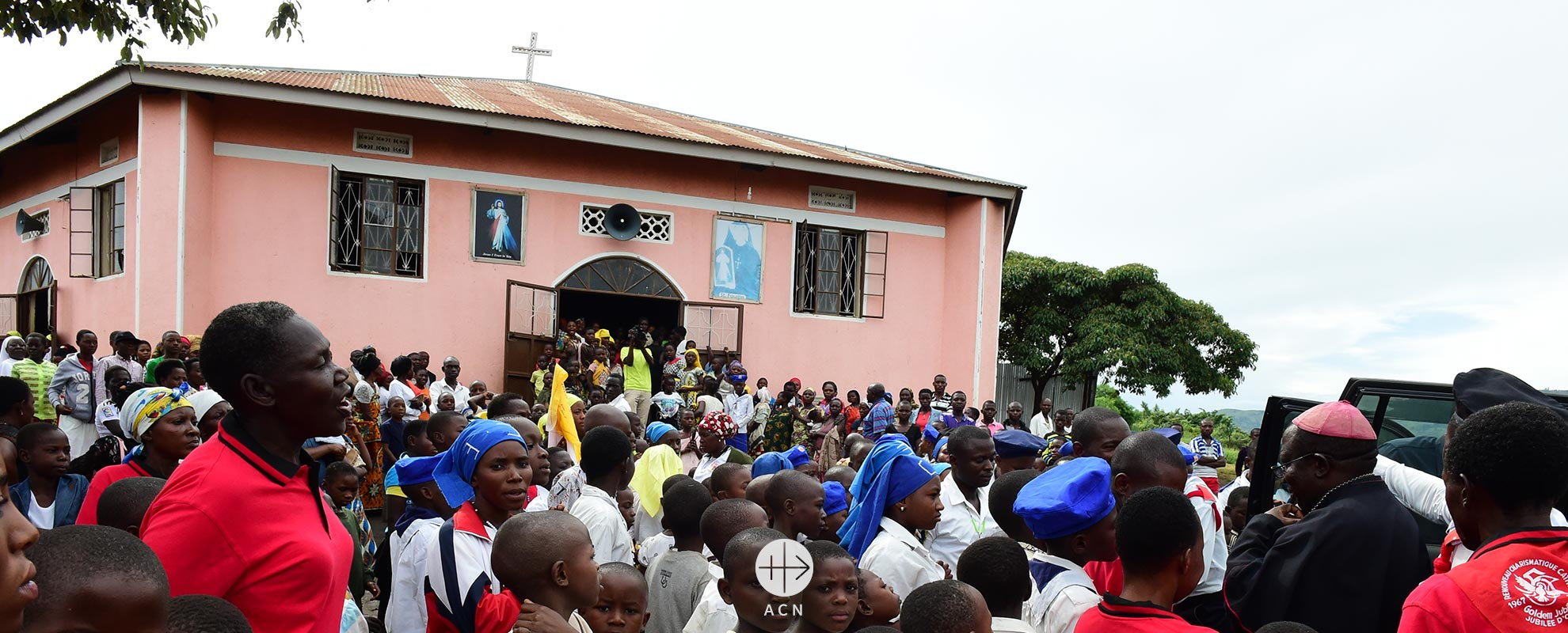 Uganda: Many pilgrims make the long journey on foot – A new place of particular grace comes into being