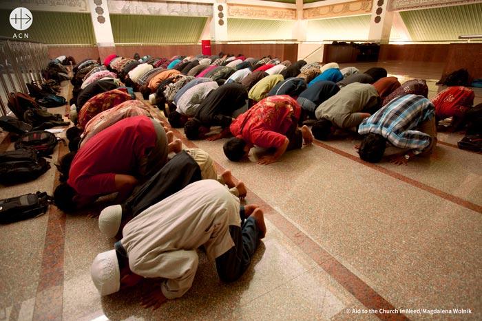 Praying muslims