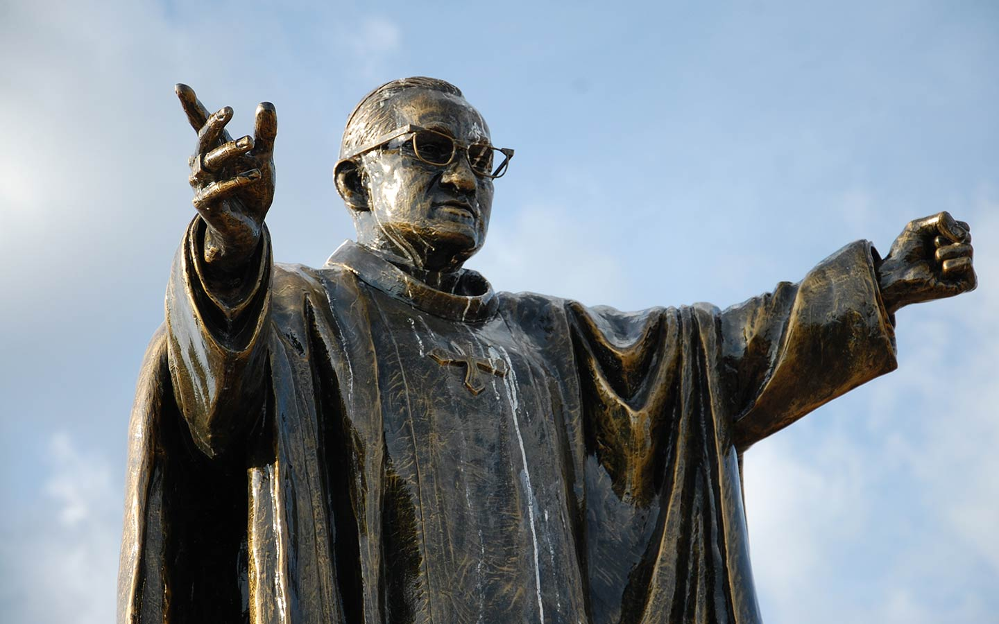 """""""Bishop Romero was a student of Paul VI. It is significant that they are being canonised together,"""" says Cardinal Rosa Chávez"""