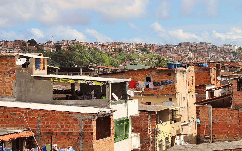 En una favela de Río: una niña de 12 años con una fe a prueba de balas