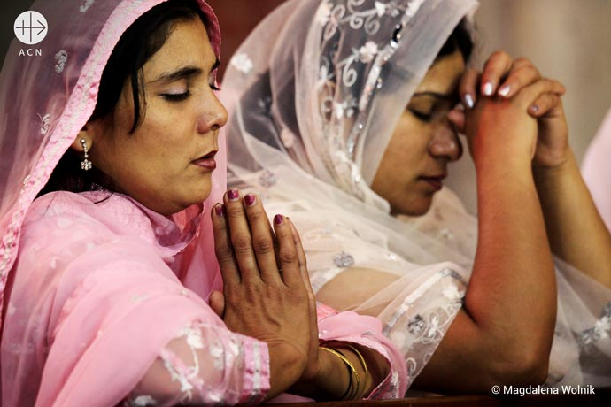 Catholic women at prayer during Sunday Mass - Pakistan