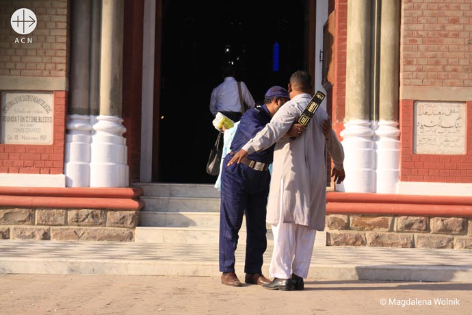 Pakistan Security check before Sunday Mass in front of the Cathderal of Lahore.