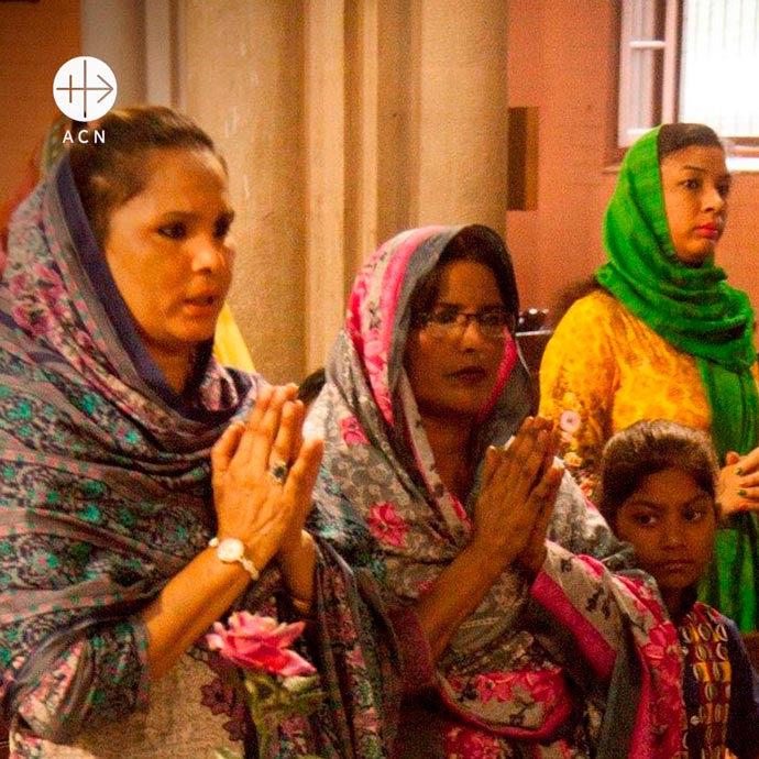 Holy Mass at Sacred Heart Cathedral in Lahore.