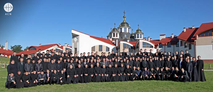 Group of seminarians in front of the seminary building