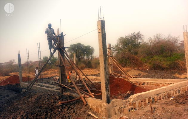 Construction of a gathering hall at Akado village