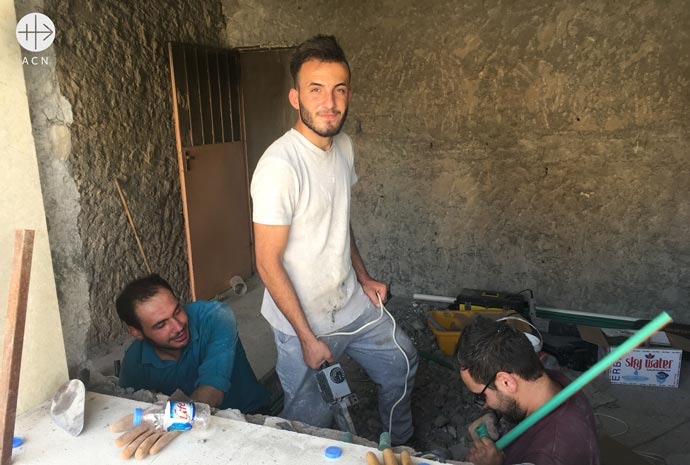 Christians reconstructing their houses in Qaraqosh damaged by ISIS