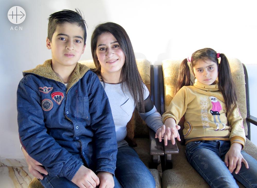 Rasha Draizy with her kids Michael Sallom and Rachel Sallom.