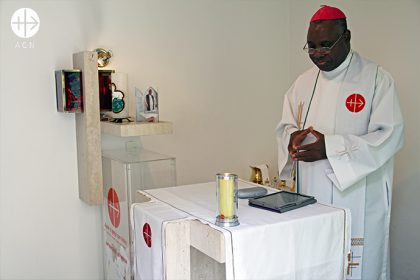 Mgr. Ignatius Kaigama celebrates Mass at the brasilian ACN office.
