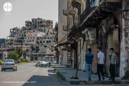 View of Choukri Al Kouwatli, one of the main avenues in Homs (Syria), where - despite the fact that the country is still at war - one can see the reconstruction of some flats together with others in ruins in a block of buildings.