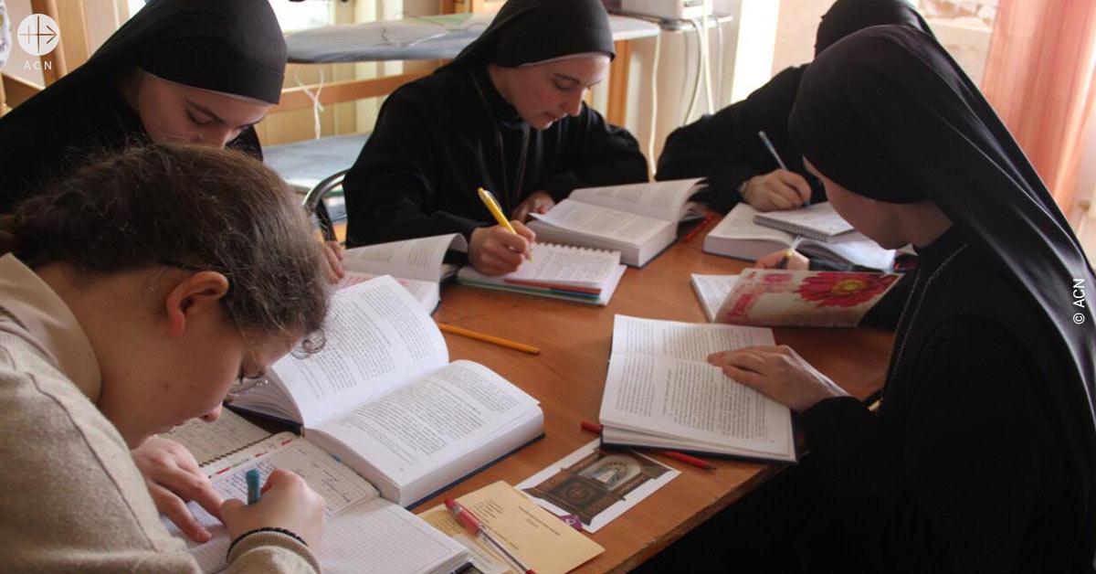 Ucrania: Apoyo a la formación de 13 novicias de la congregación de los Servidoras del Señor y de la Virgen de Matará