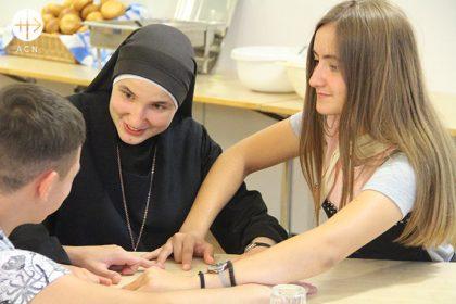 Ucrania: Apoyo a la formación de 13 novicias de la congregación de los Servidoras del Señor y de la Virgen de Matará.