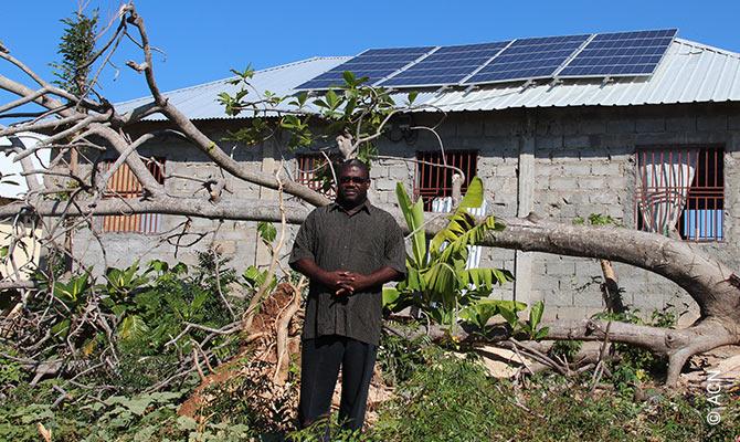 Pour l'eglise de la paroisse de Dumont au Sud-Ouest de Haiti, nous avons finance un systeme solaire qui est momentanement la seule source d'energie dans un perimetre de plusieurs kilometres.