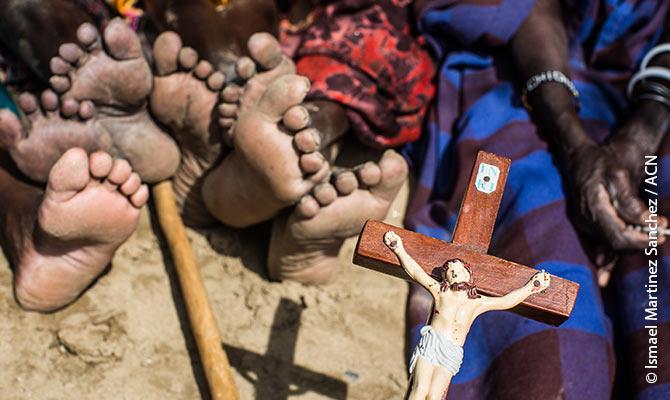 El padre Gregory en una aldea habitada principalmente por cristianos.