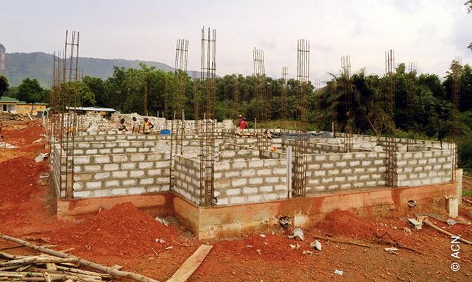 ACN cofinanció la construcción del importante seminario Benedicto XVI en Kendoumayah.