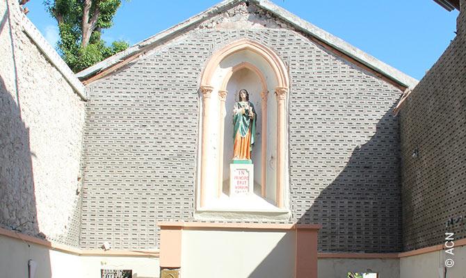 La chapelle de la curie diocesaine de Les Cayes dont le toit a ete detruit par l'ouragan Mathieu.