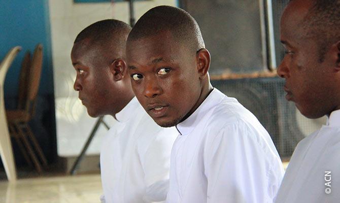 Seminaristas da diocese de Bo, na Serra Leoa.