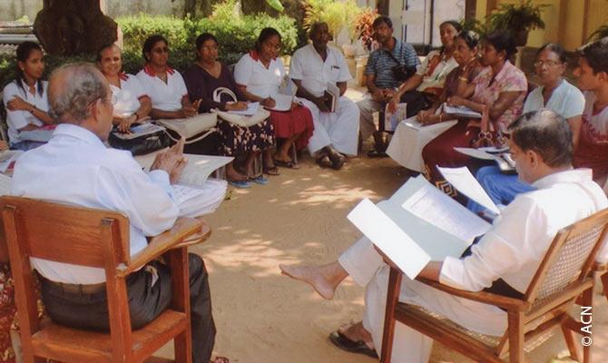 Programa para el establecimiento de pequenas comunidades cristianas en las diocesis de Sri Lanka.