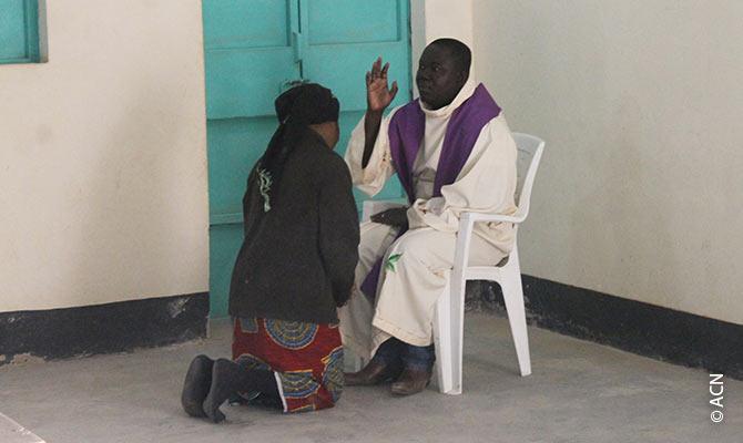 Beichte in der Kirche von Diffa.