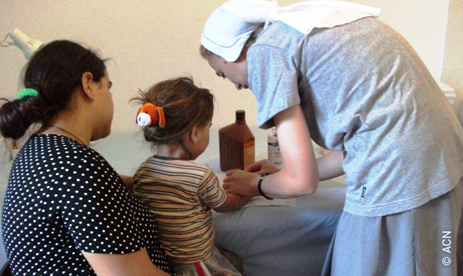 A religious sister from the parish of Saranda helps with outpatient care.