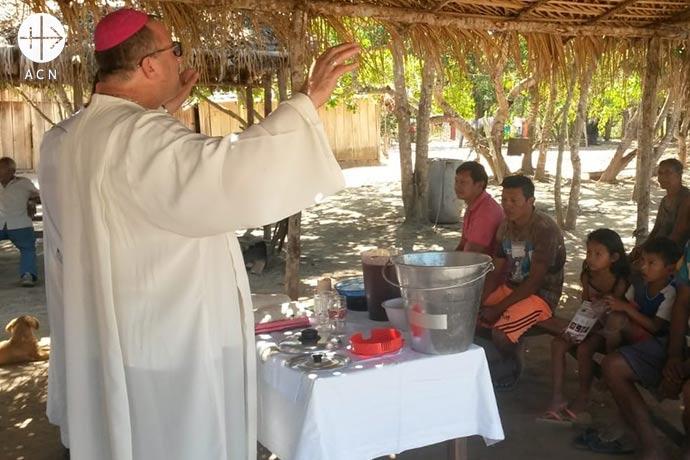 En febrero de 2017, el seminario mayor de Cristo Rey de Malole, en la Archidiócesis de Kananga, en el sur del país, fue saqueado, devastado y parcialmente incendiado por los rebeldes.