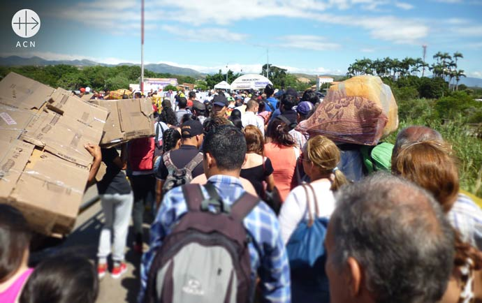 thousands of Venezuelans are in need of help as they attempt to cross the frontier between Venezuela and Colombia