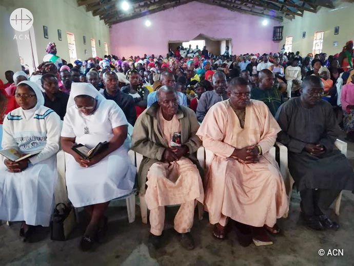 Parishioners of St. Francis Parish Fwapwa at the Mass in honour of those killed in the Fulani attacks.