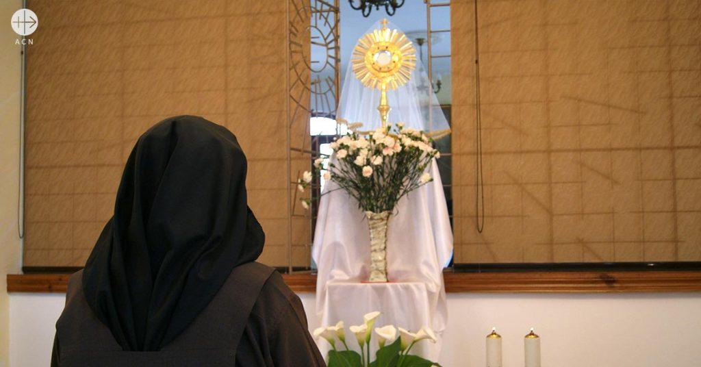 Ayuda al sustento de las Carmelitas de Kiev, Ucrania