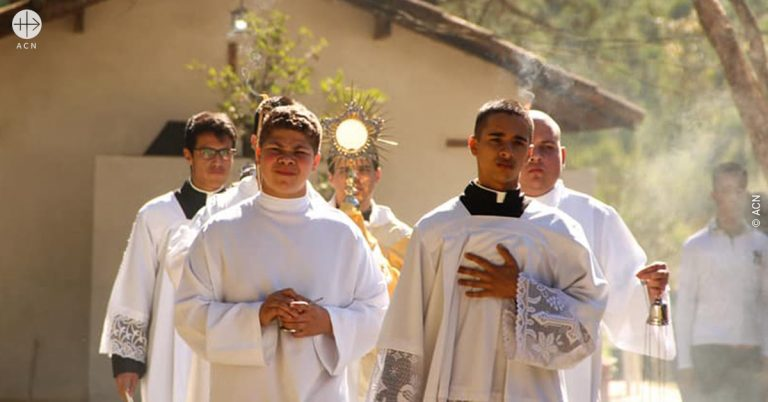 Brazil: Mass stipends for 19 priests of the Shalom Community