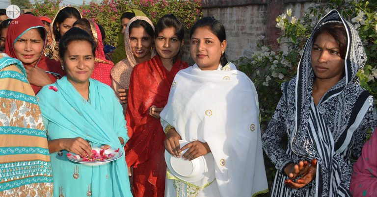 Pakistan: A car for the parish of Khushpur