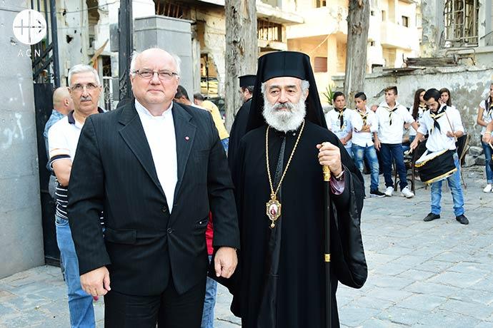 Padre Andrzej Halemba, coordinador de proyectos de ACN para Oriente Medio, y el arzobispo Melkite católico griego Nicolas Sawaf de Lattakia.