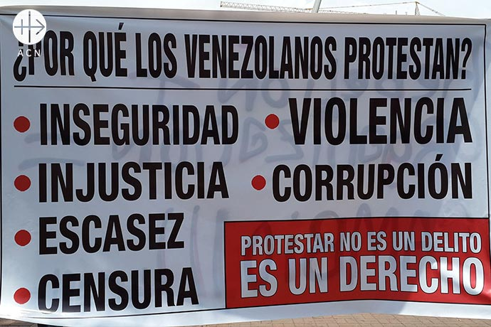 "A poster explaining why the opposition protest. ""Why do the Venezuelans protest? Insecurity, injustice, shortages, censorship, violence, corruption. Protesting is not a crime. Is a right""."