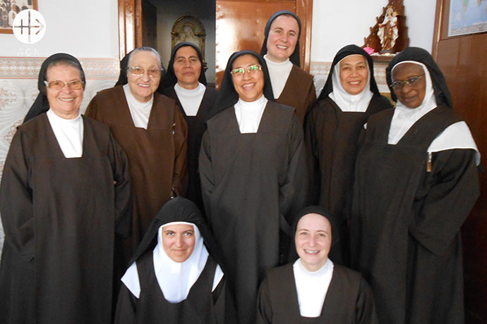 Elevator in favour of the Carmelite Sisters in Tanger: Group picture of the Sisters at the Carmel in Tanger.