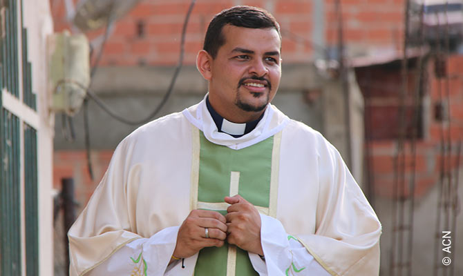Fr Ángel Colmenares.