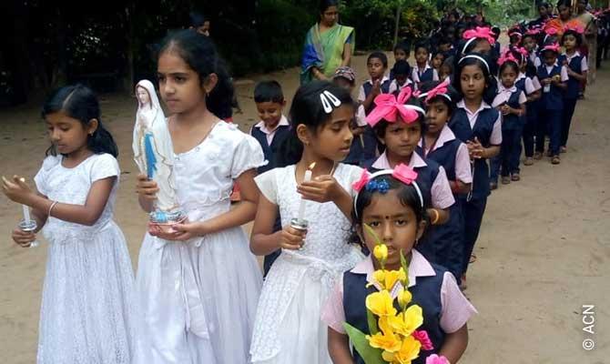 «Un millón de niños rezan el rosario»: Más de 26.000 niños participaron con entusiasmo.