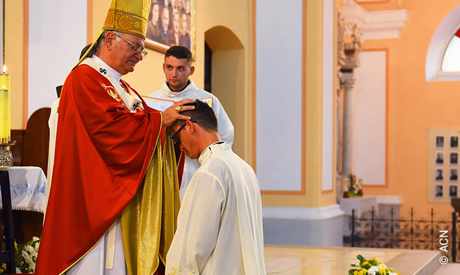 Albania: Nuevos sacerdotes de la Iglesia mártir.