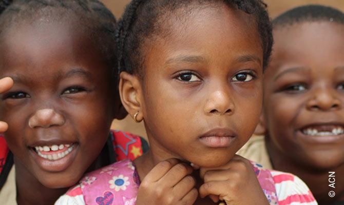 Aiuto alla Chiesa che Soffre dedica una campagna speciale ai bambini cristiani con tre progetti specifici a loro sostegno in Siria, Pakistan e Sierra Leone.