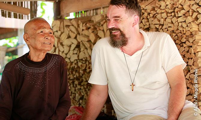 P. Luca Bolelli (PIME), un misionero italiano que trabaja en Camboya desde hace años.