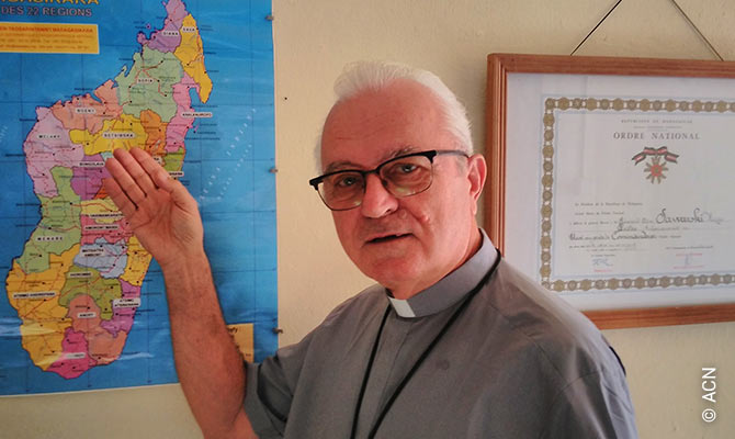 Padre Henryk Sawarski.