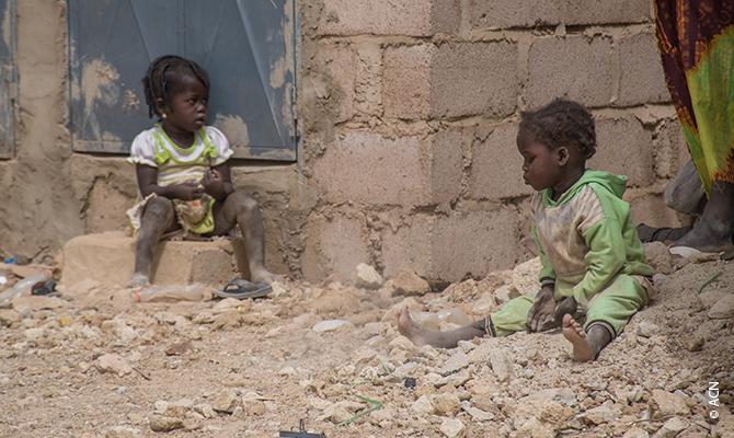 Burkina Faso: localidades enteras vacías o aisladas no por el COVID19, sino por el terrorismo.