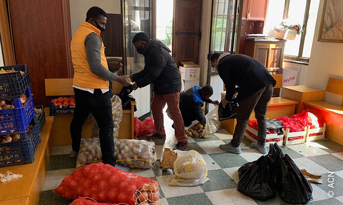 Turkey: Assistance to the poor: Food bags during coronavirus.