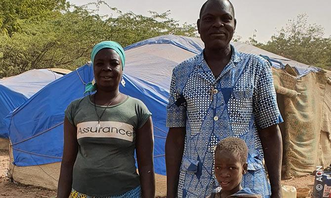 Agradecidos por la ayuda recibida: Familia de un futuro sacerdote.