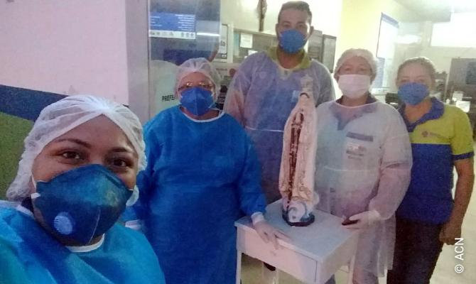 Personnel hospitalier brésilien en toute première ligne pendant la pandémie de coronavirus.