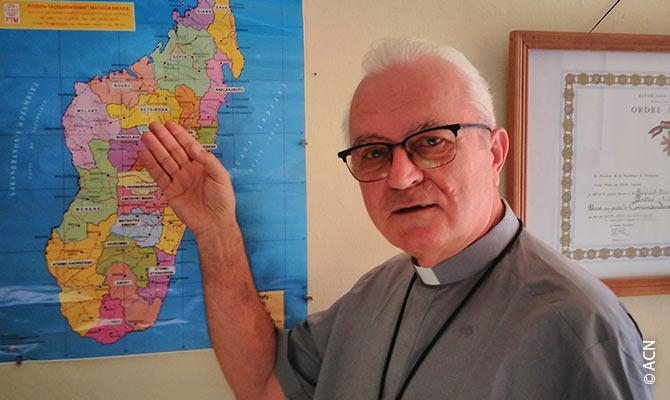 Father Henryk Sawarski.