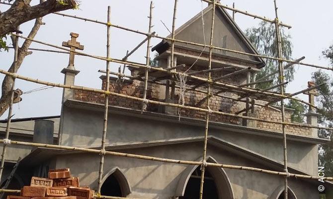 India: Una iglesia para la parroquia de Bishrail.