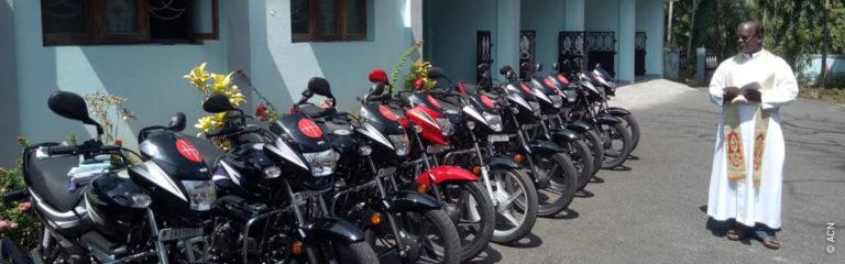 India: 10 motocicletas para la pastoral