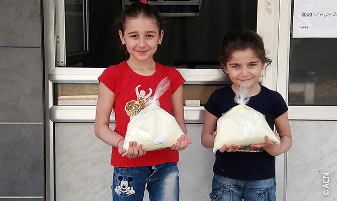 """Em 2020, a ACN mais uma vez apoiou famílias sírias com o projeto """"Uma Gota de Leite""""."""