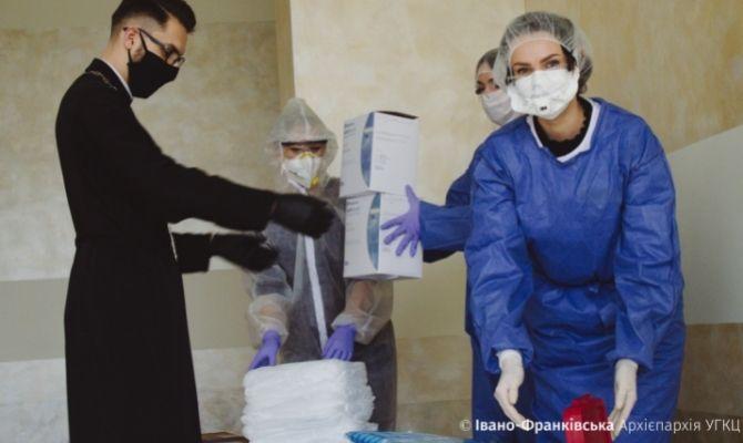 Sœurs de l'archidiocèse ukrainien d'Ivano-Frankivsk en action contre la pandémie de coronavirus.