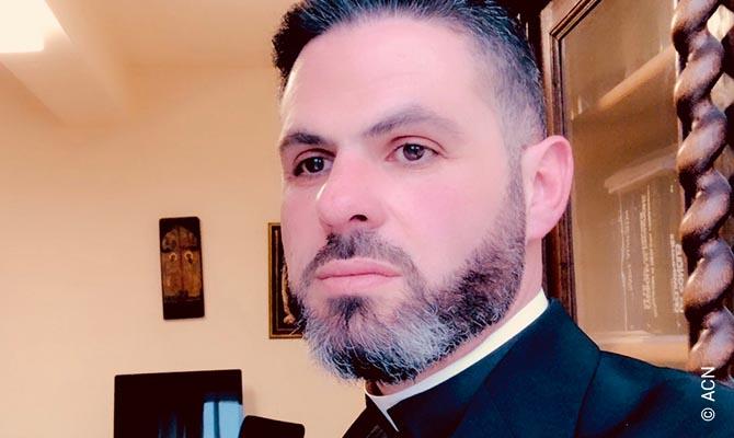 Le prêtre Maronite, père Charbel Eid.