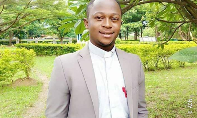 Père Sam Ebute, missionnaire de la Société des missions africaines (SMA).
